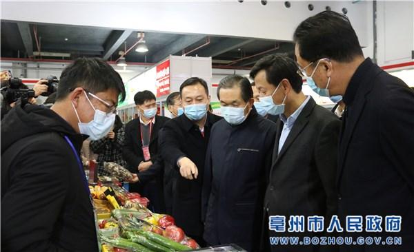 張曙光巡視上海農交會亳州展廳