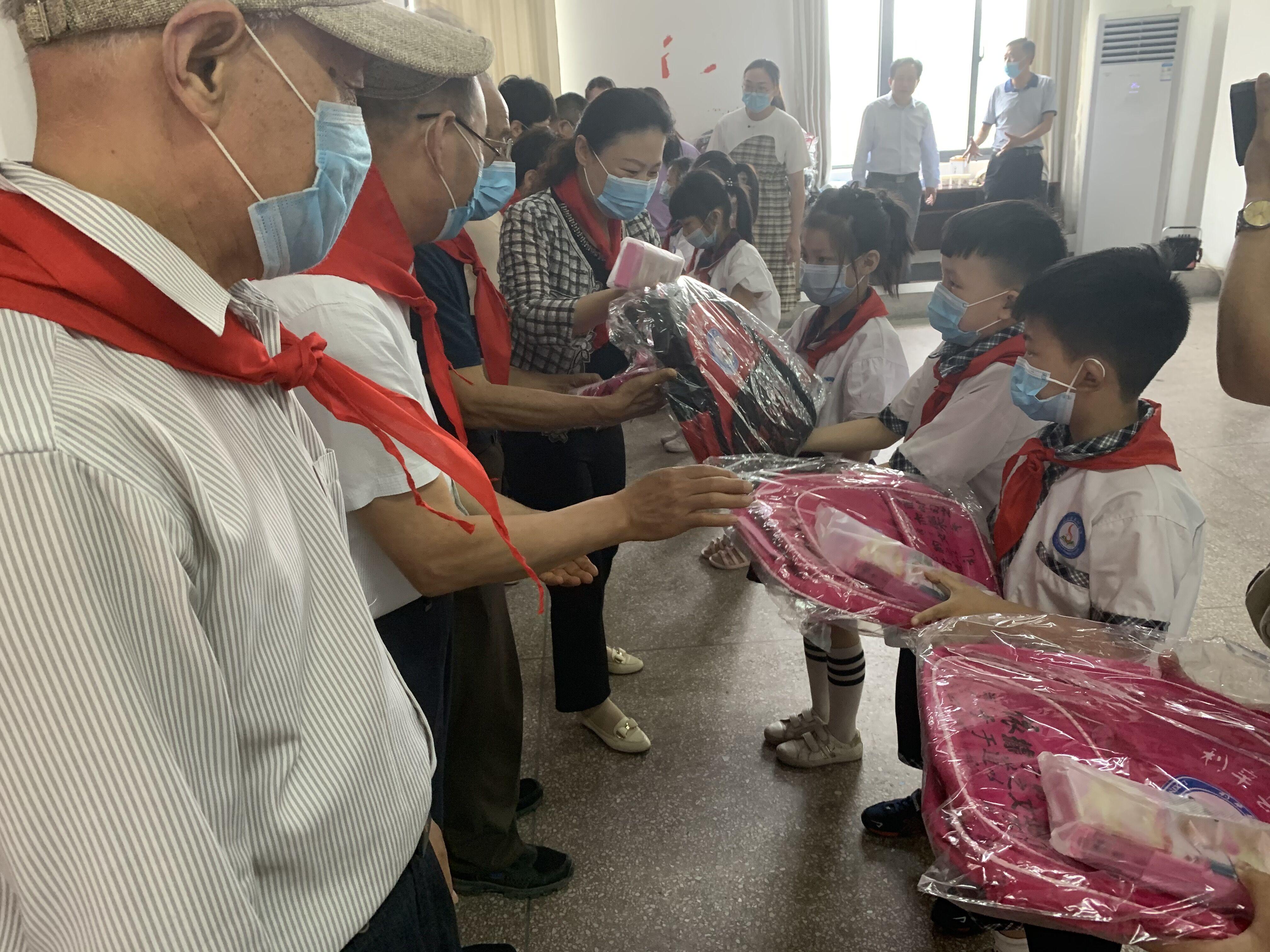 """澳门太阳城举行""""六一""""儿童节慰问活动"""